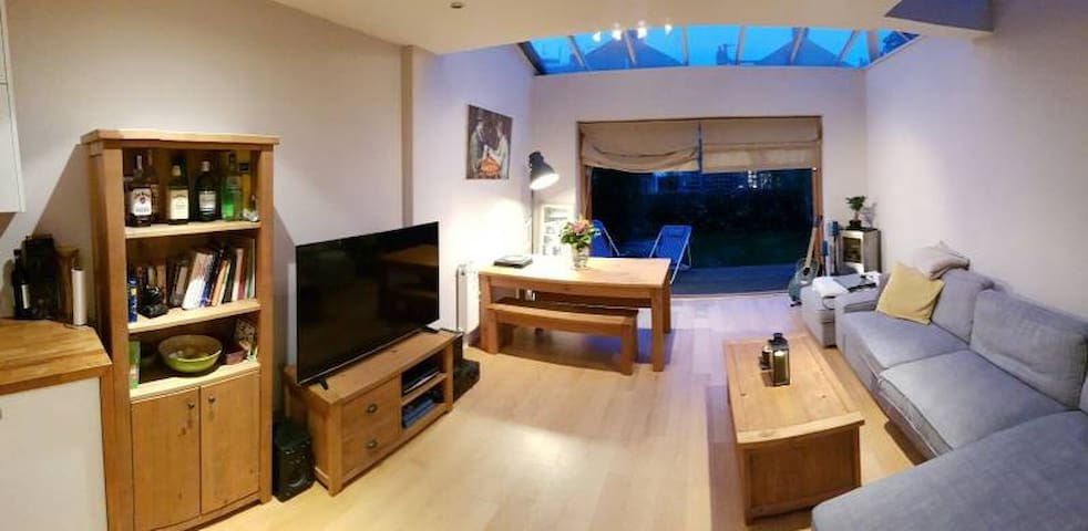 Double room in modern light/airy flat - London - Apartment