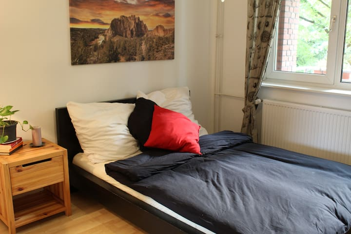 Sunny+Cozy Bedroom & Breakfast - 15min to Centre