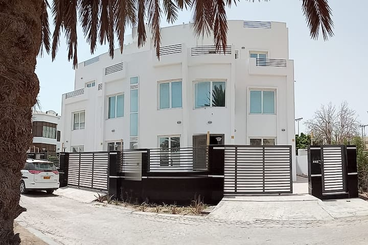 Muscat & Seeb apartment for up to 4 guests :-)