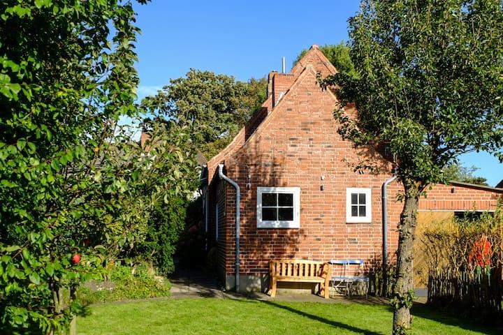 Ferienhaus mit Garten&MidCentury Möbel Strandnähe
