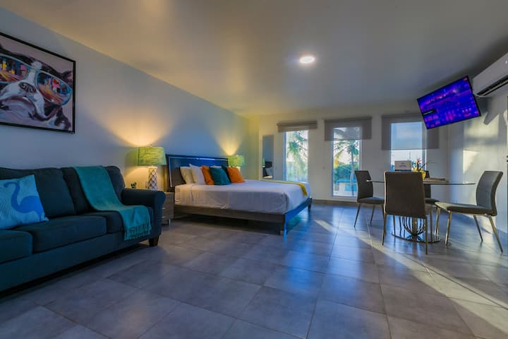 Turibana Deluxe Suite #1 w/ King Size Bed &  Pool
