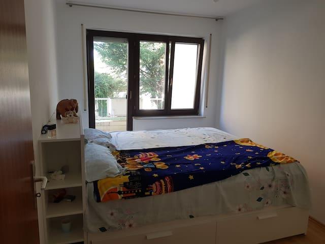 Private King Size Bedroom in Frankfurt