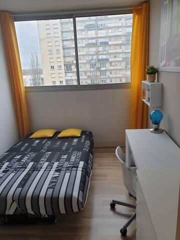 Chambre cosy dans un appartement a 20 min de Paris