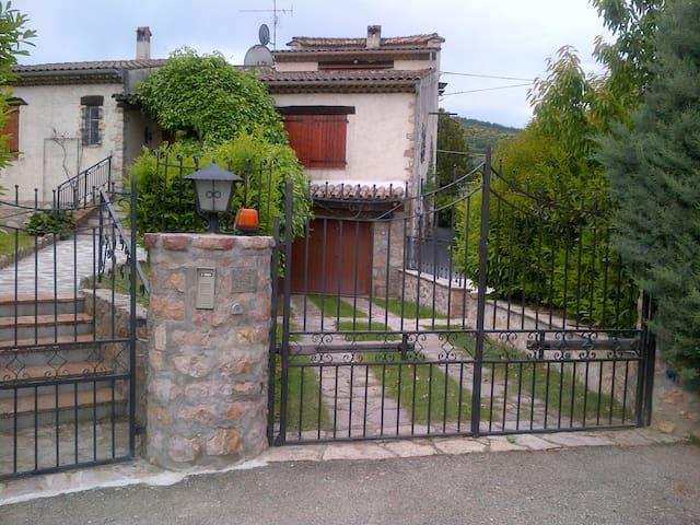Villa provenzale con piscina -20%seconda settimana