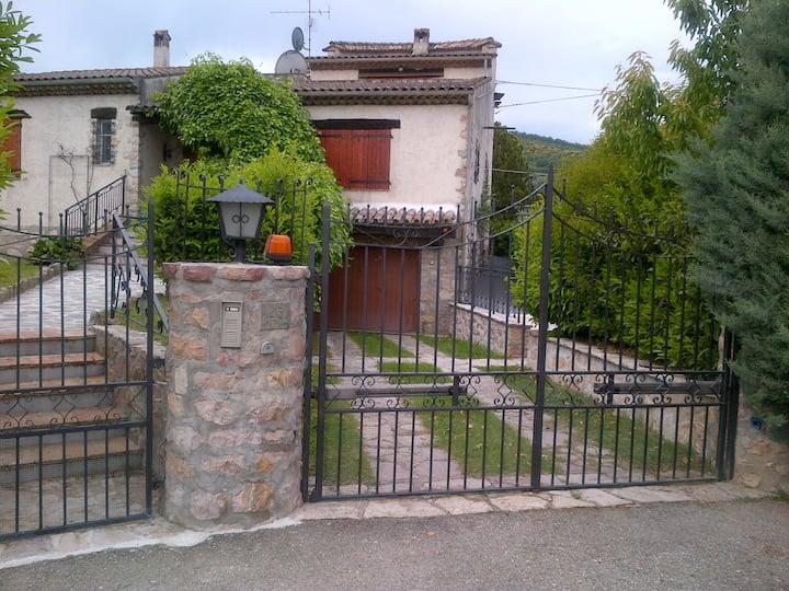 Villa provenzale con piscina - Umbria
