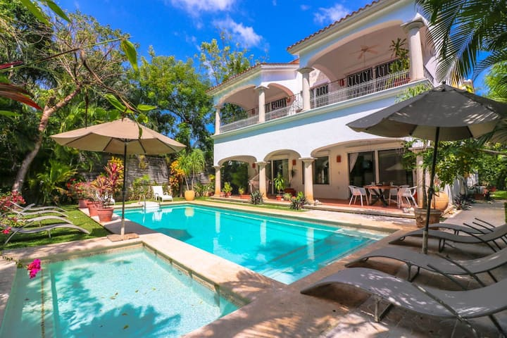 14BED LUXURY VILLA! POOL+BEST LOCATION-SLEEPS 18!! - Playa del Carmen - Villa