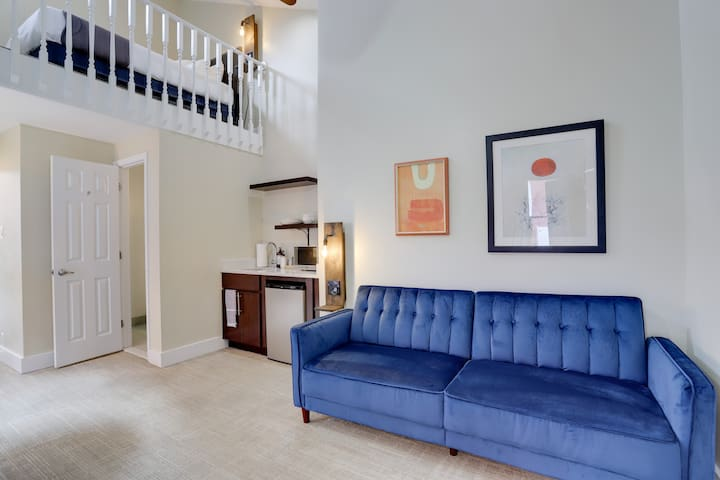 Sojourn Loft at DuPont Place