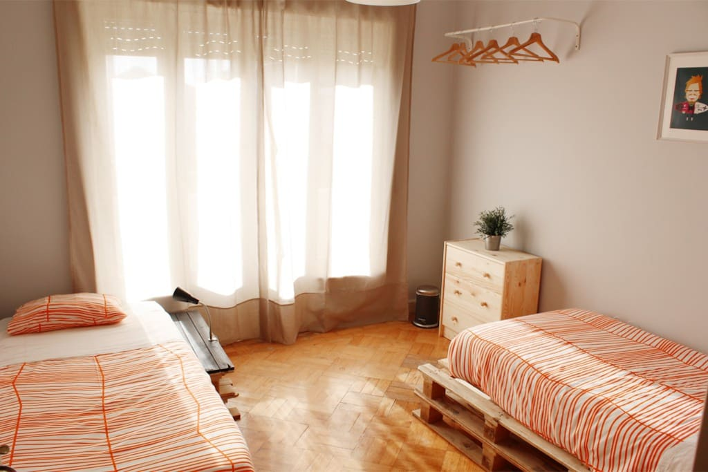 Watermark sh room 3 twin room chambres d 39 h tes louer espinho aveiro portugal - Chambre d hote ruoms ...