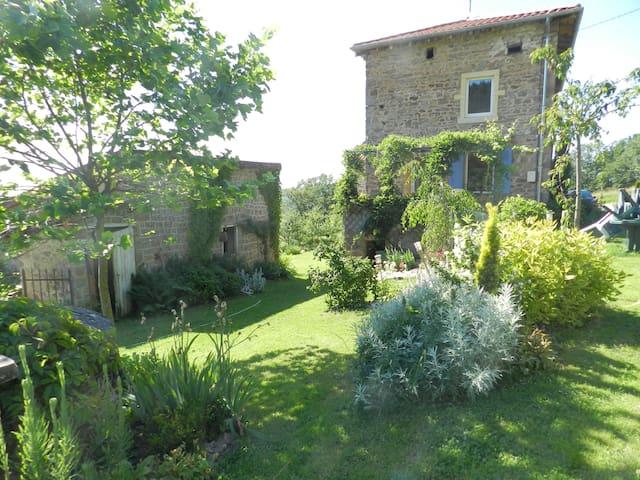 Maison ancienne à la campagne - Thizy-les-Bourgs - Casa