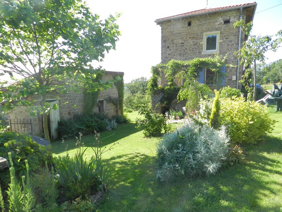 Maison ancienne pr s du lac des sapins houses for rent for Ancienne maison des gardes lourmarin france