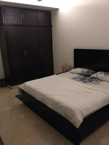 Cozy room within all amenities in South Delhi