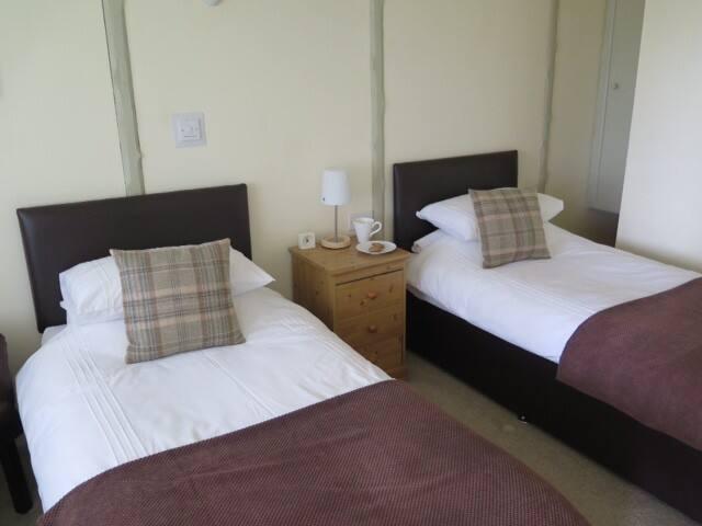 Symonds Yat Rock Lodge B&B Twin - Hillersland - Bed & Breakfast
