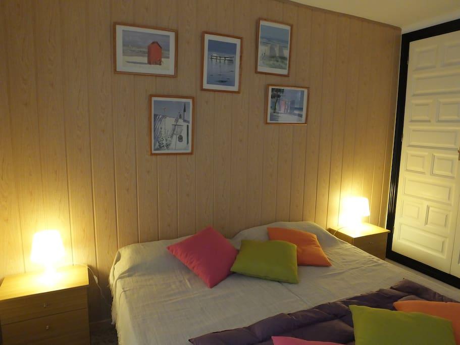 Grand chambre avec 2 lits de 90 cm.