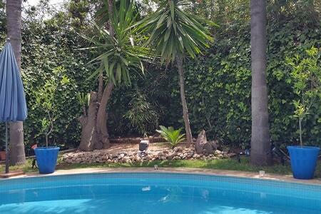 Lit simple, villa tout confort - Casablanca