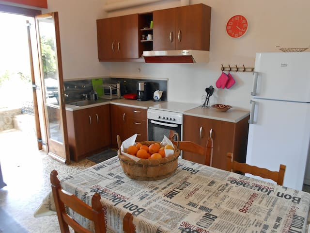 Big apartment 4/5 p. near Kalamaki Beach