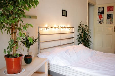 with balcony, light and friendly - Berlín