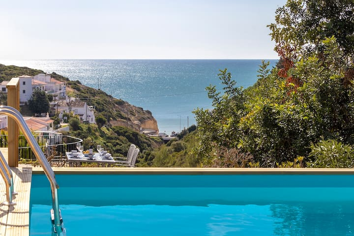 Villa Diane, Luxury Cottage, Ocean views, 2 Bedrooms, Sleeps 4, Air-con, BBQ & pool