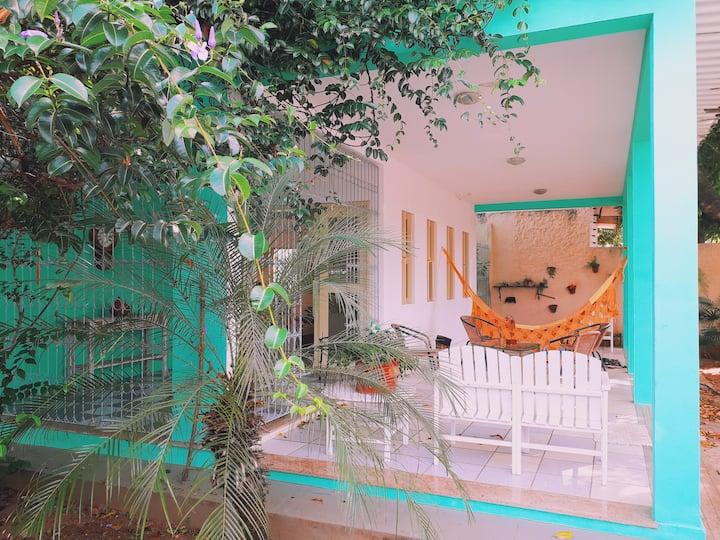 Suíte em casa c/ jardim a 10 min de Ponta Negra