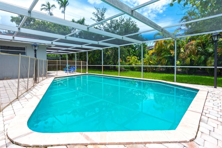 Getaway Vacation Home w Pool,mins to Aventura Mall
