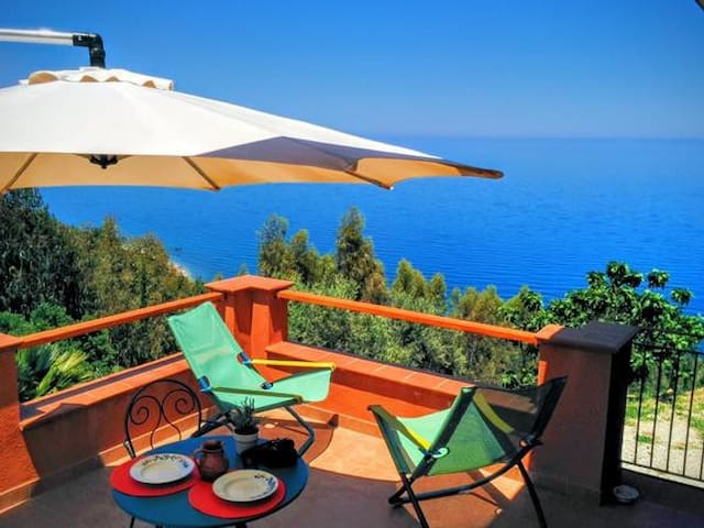 TERRAMARE-apartment in Villa overlooking the sea