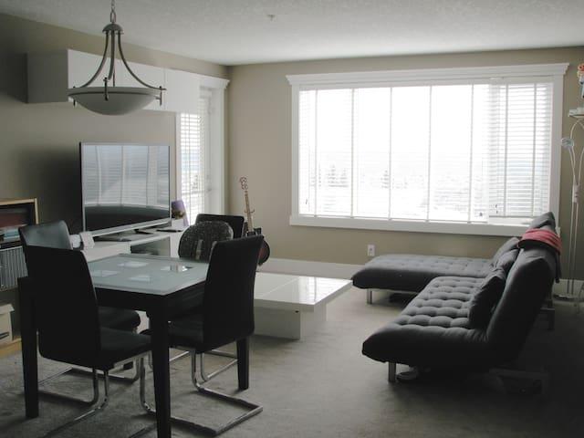 NW Corner Unit with Mountain Views - Calgary - Condominium