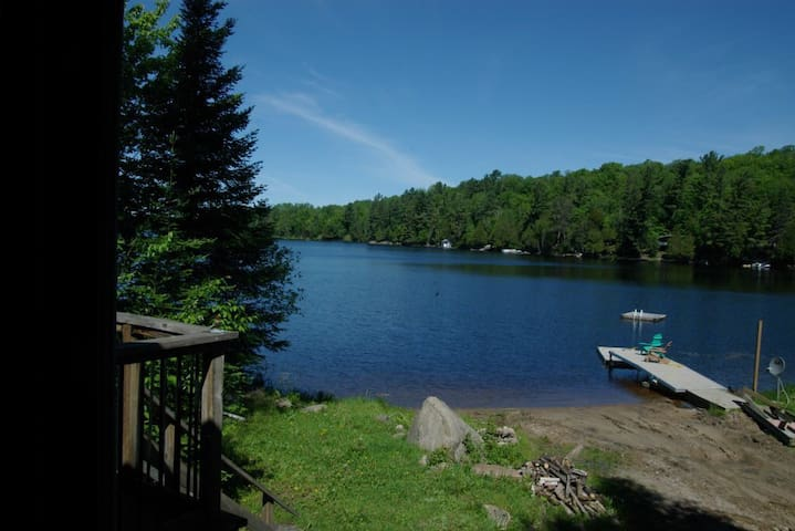 Sun-soaked Sandy Beach Cottage - Magnetawan - Mökki