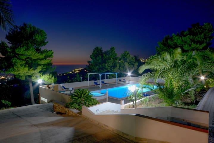 VillaNicoletta,cam.matrimoniale piscina vista mare - Peschici - Bed & Breakfast