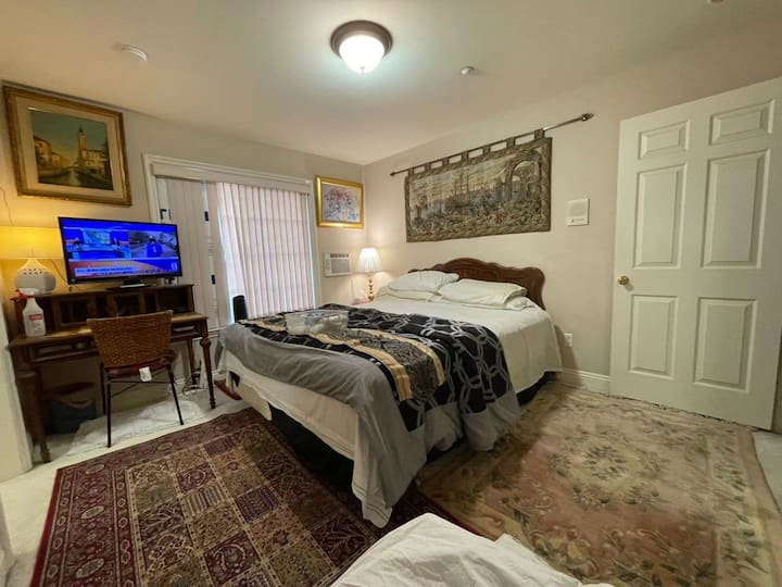 H2W Nice  room to stay/ month to month long stay