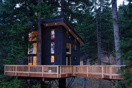 The Klickitat Treehouse