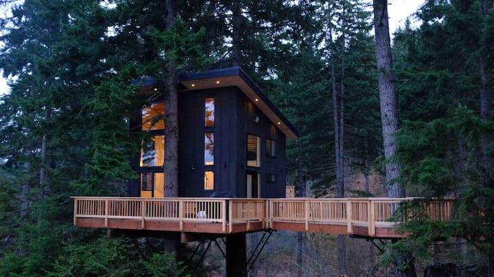 The Klickitat Treehouse