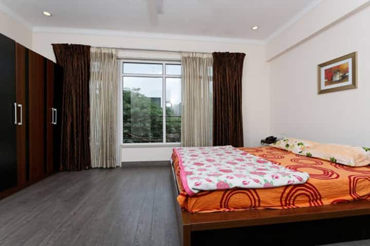 Beautiful & Spacious Rooms Gurgaon