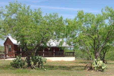 Little Cabin on Rose Hill, 30 min from San Antonio