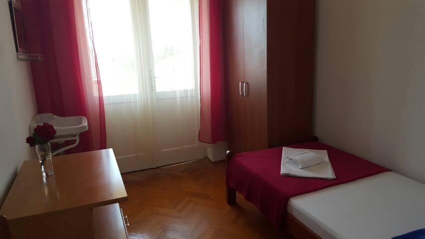 Single Room Jenny 1 for 1pax with shared bathroom - Novalja - Haus