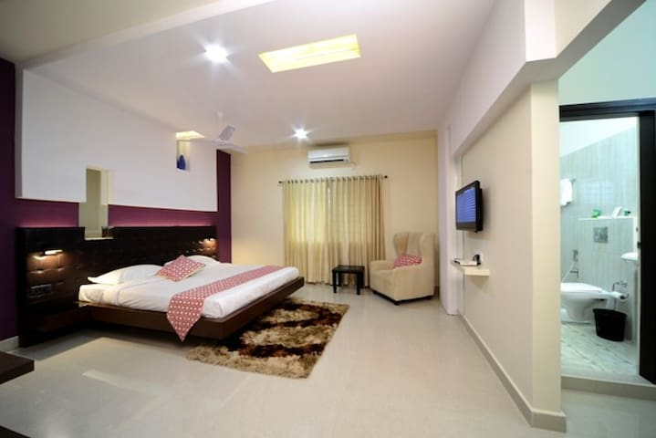 A/c Premium Rooms in Hitech city, Hyderabad
