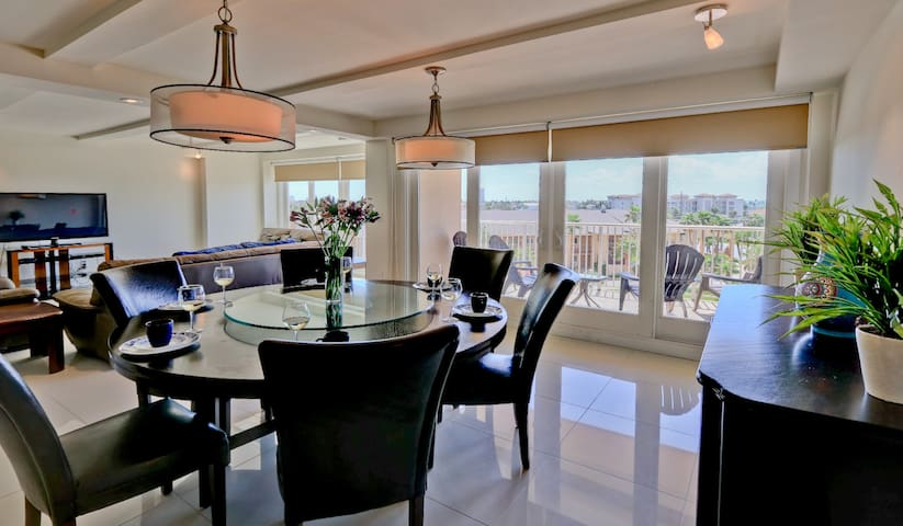 Beautiful and Relaxing Bayview! 3 bed 3 bath, PET FRIENDLY! WIFI!