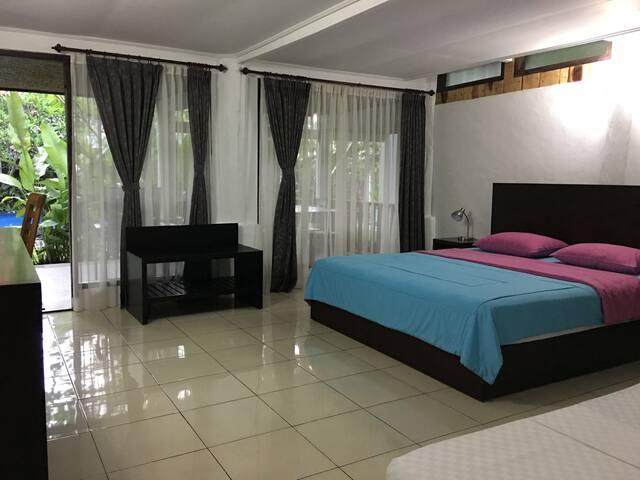 Anggrek Putih Homestay-1Bedroom-PoolView (#1)