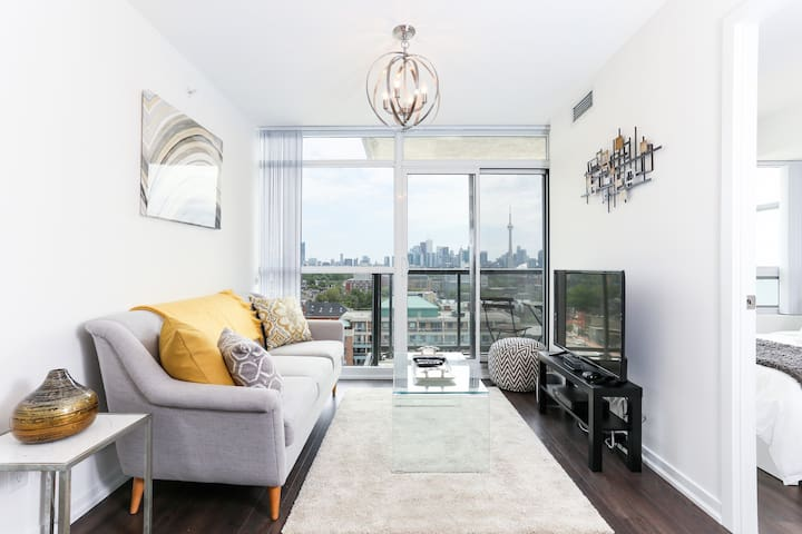 Fabolous Queen West 2Bed/2Bath CN Tower View!