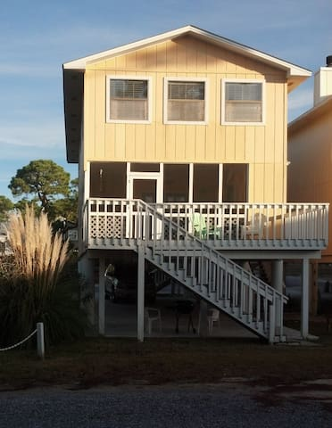 Spacious Gulf View Home - Perfect for Families
