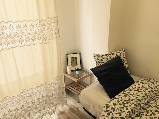 PRETTY SINGLE  ROOM IN CITY CENTRE - València - Pis