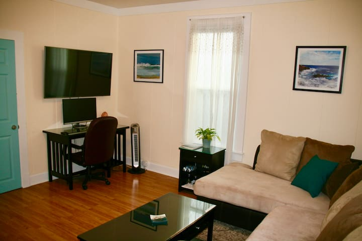 Private Suite near Downtown