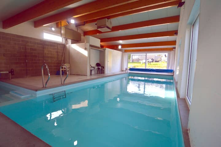 Idyllisches Cottage mit Swimmingpool in Purnode