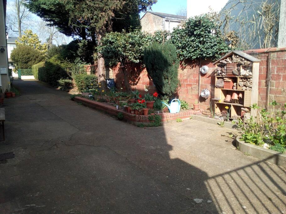 Jardiner et cour intérieure 2
