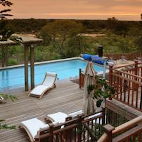 Elephant Point - Yingwe Lodge