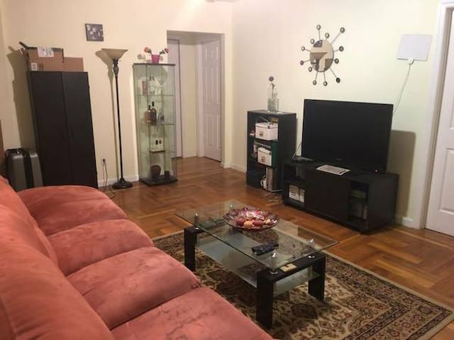 PRIVATE ROOM AVAILABLE IN 2 BEDROOM ASTORIA APT!