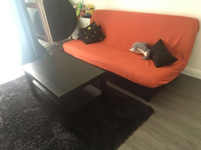 Petit studio très propre et calme
