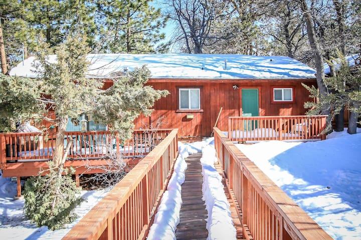 Cozy 2b 1b Sleeps 6 Cabin in the Forest - Big Bear - Kulübe
