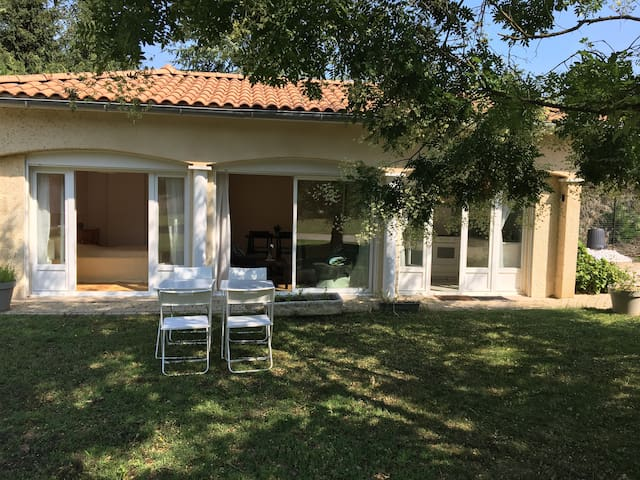 La Grangeneuve maison  dans jardin + piscine