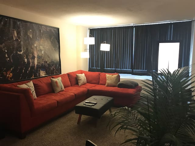 1 bedroom Close to Downtown - reserve for March