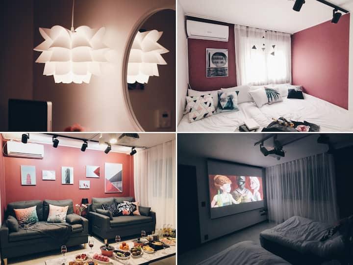 [3월SALE] Netflix@개인영화관/100인치프로젝터/홍대연트럴앞:CineHouseB