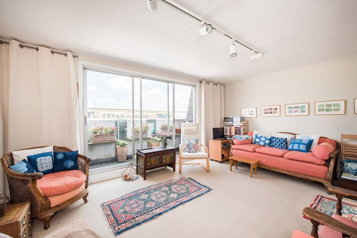Spacious 2BD in Primrose Hill with sunny terrace!